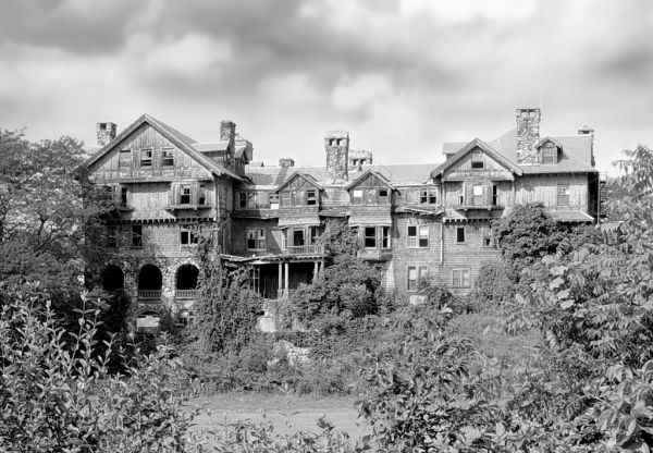 Photo of the abandoned Bennett School for Girls in Millbrook, NY