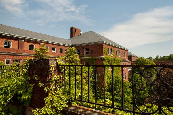 Photo of the abandoned Glenn Dale Hospital in Glenn Dale, MD