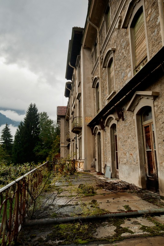 Photo of the abandoned Sanatorio Lohner an undisclosed place in Switzerland